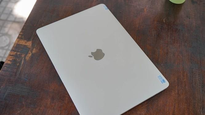 Trên tay Macbook Pro 2016 có Touch Bar vừa về Việt Nam giá 43 triệu