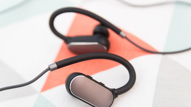 Mở hộp tai nghe Mi Sport Bluetooth vừa 'cập bến'