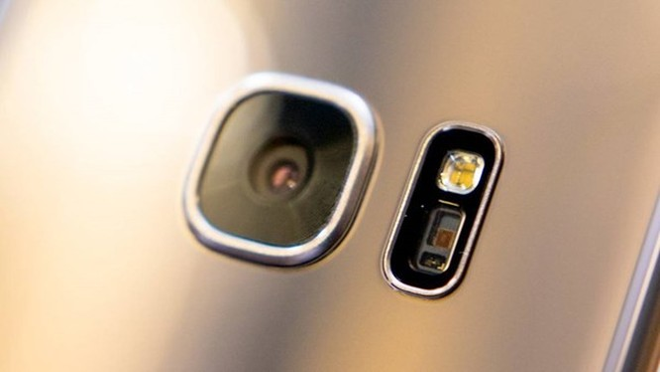 Samsung Galaxy S8 không trang bị camera kép?