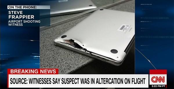 Chiếc MacBook Pro bị hư hỏng nặng sau phát súng.