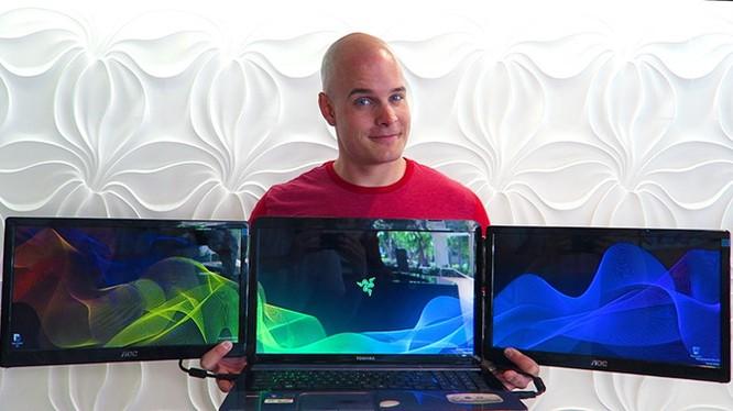 Chế siêu laptop Razer 3 màn hình chỉ với 300USD