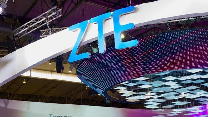 Smartwatch ZTE Quarzt nghe gọi độc lập sẽ dự MWC 2017