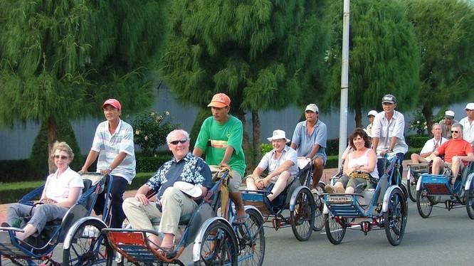 """Vì sao du lịch Việt Nam """"dễ ốm""""?"""