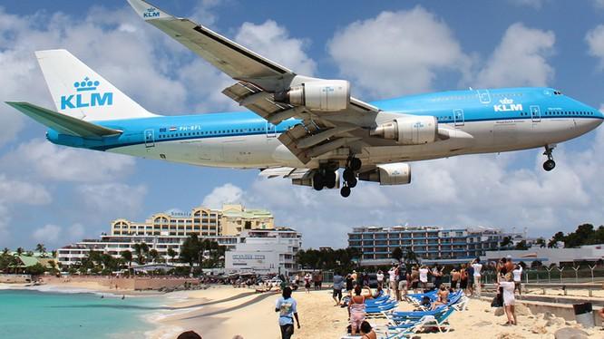 """Những sân bay khiến du khách """"đau tim"""" nhất thế giới"""