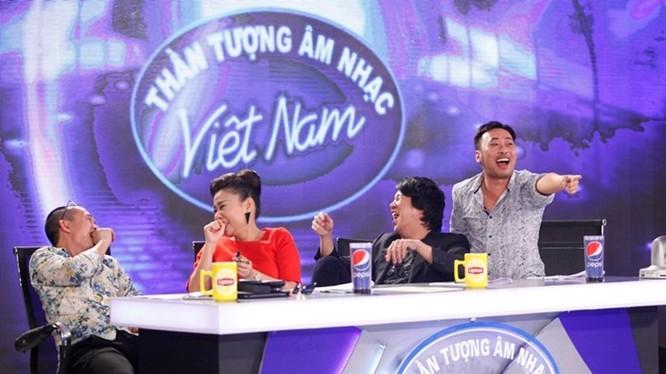 Giám khảo cười nghiêng ngả khi nghe thí sinh hát.