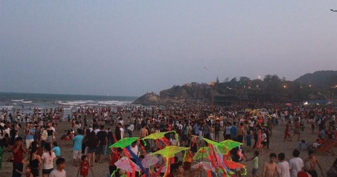 Lãnh đạo UBND thị xã Sầm Sơn cho hay, dịp nghỉ lễ 30/4-1/5, Sầm Sơn đón khoảng 30.000 lượt khách.