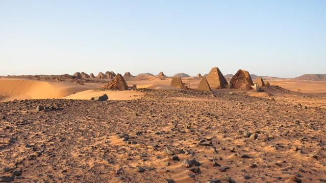 Những kim tự tháp Meroë nằm ở thành phố cổ Meroe - cách thủ đô Khartoum của Sudan khoảng 200km về phía bắc - Ảnh tư liệu Wikimedia, năm 2010