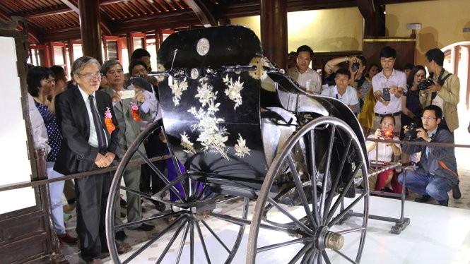 Nhiều nhà chuyên môn cho rằng thiếu các chỉ dấu hoàng gia trên xe kéo được cho là của vua Thành Thái tặng mẹ - Ảnh: Thái Lộc