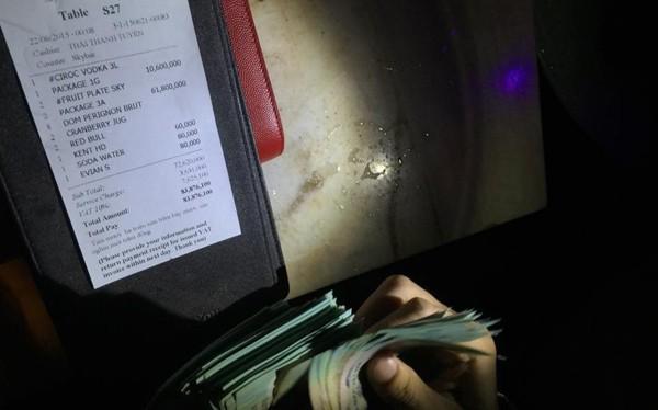 Hóa đơn ăn chơi của một hotgirl được đưa lên facebook