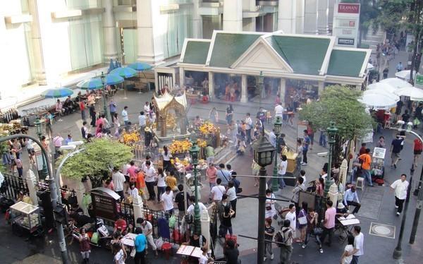 Đền Erawan trước khi xảy ra vụ nổ bom.