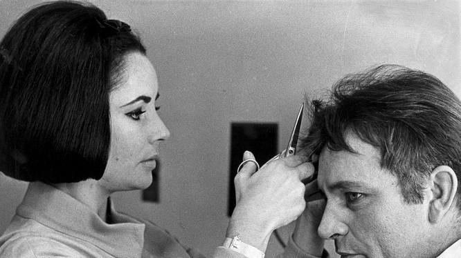 Tình sử của nữ diễn viên Elizabeth Taylor với tài tử Richard Burton từng làm rúng động Hollywood một thời