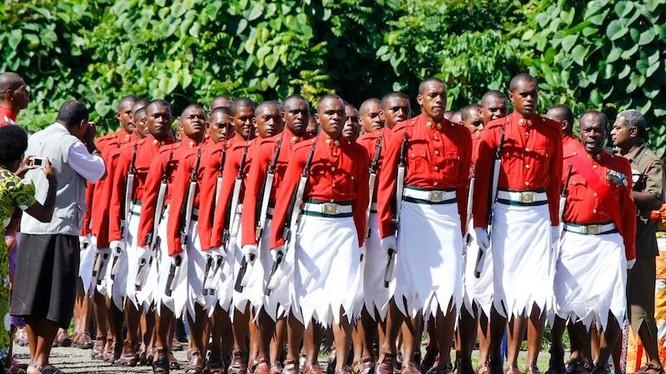 Trang phục duyệt binh của nam quân nhân Fiji - đảo quốc nằm ở Châu Đại Dương