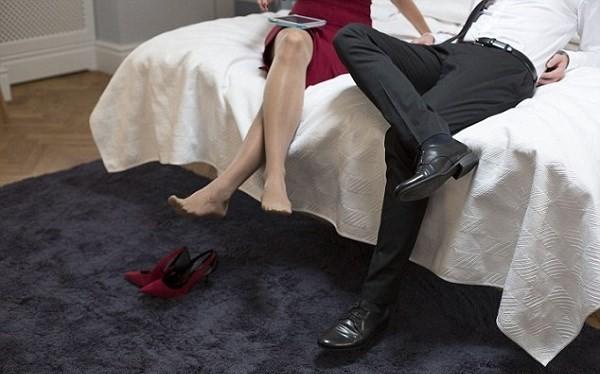 Du khách có thể bị ngồi tù 1 năm nếu ngủ chung phòng với nhau.