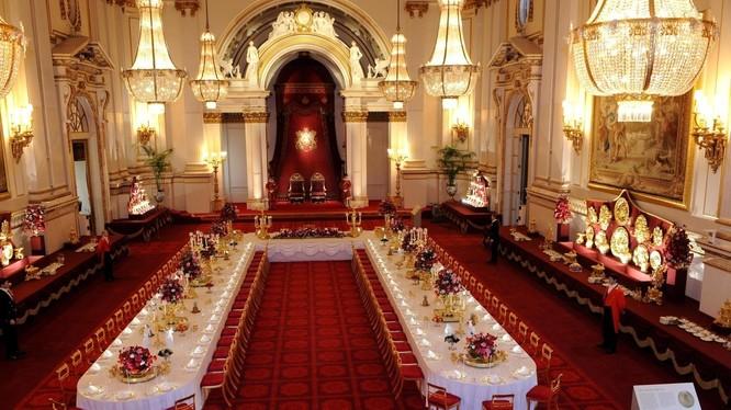 Cung điện Buckingham là nơi tổ chức các yến tiệc xa hoa đón tiếp nguyên thủ quốc gia các nước