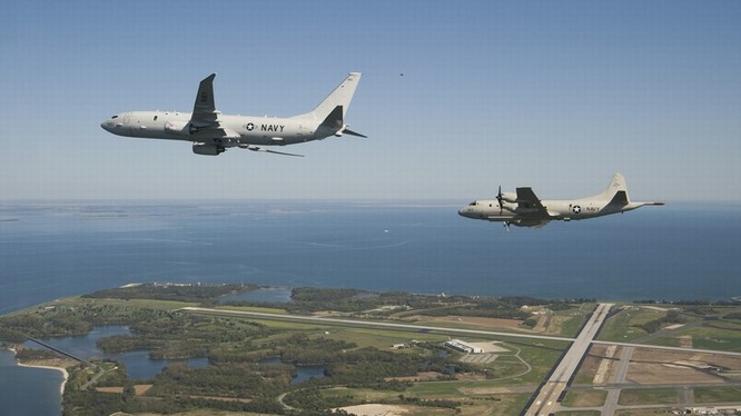 Máy bay tuần tra săn ngầm P-8 và P-3 của Mỹ