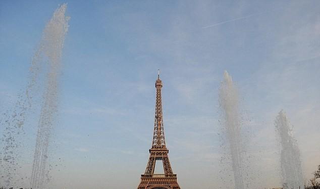 Tháp Eiffel được coi là biểu tượng của nước Pháp. Ảnh: Daily Mail.