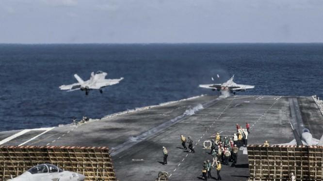 Tàu sân bay Mỹ huấn luyện thực chiến trên biển Đông.
