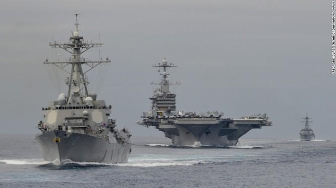 Tàu sân bay USS John C. Stennis và tàu khu trục của Mỹ trên Thái Bình Dương