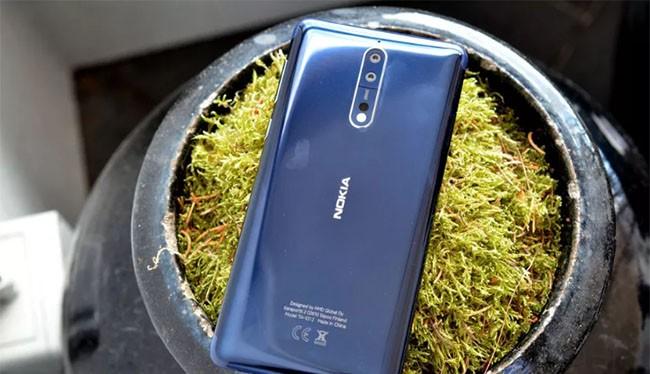 Nokia 8 (ảnh: The Verge)