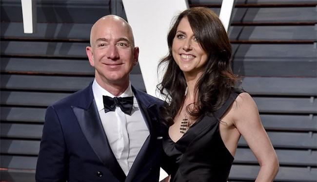 Cặp vợ chồng tỷ phú Jeff và MacKenzie Bezos (Ảnh; Business Insider)