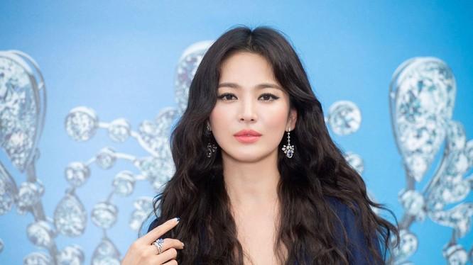 Song Hye Kyo vừa nhận đơn ly hôn từ Song Joong Ki