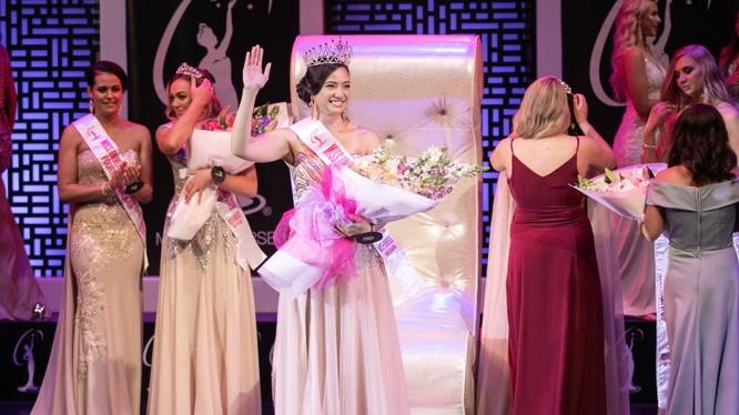 Cựu thí sinh Hoa hậu Trái đất Diamond Langi vừa đăng quang Hoa hậu Hoàn vũ New Zealand . Ảnh: Missology