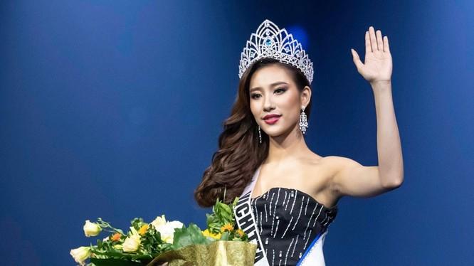 Vichitta Phonevilay, 23 tuổi, giành vương miện Hoa hậu Hoàn vũ Lào trong chung kết tối 24/8 tại Vientiane. Ảnh: Missosology