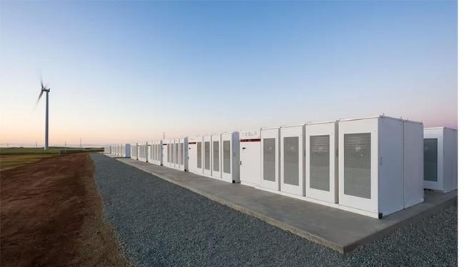 Nhà máy pin lớn nhất thế giới của Elon Musk. Nguồn: The Verge