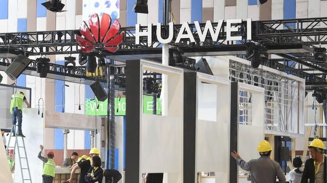 Huawei đang đẩy nhanh tiến độ đăng ký thương hiệu cho HĐH mới Hongmeng trong bối cảnh Mỹ gia tăng áp lực. Ảnh: Reuters