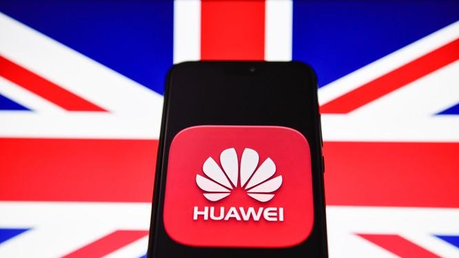 Việc thay thế các thiết bị viễn thông do Huawei sản xuất ở khu vực nông thôn đã được Quốc hội Mỹ đặt vấn đề từ tháng 5 nhưng vẫn chưa có kết quả. Ảnh: Yahoo Finance
