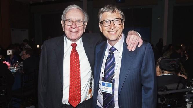 Hai tỷ phú Warren Buffett (trái) và Bill Gates (phải). Ảnh: Inc