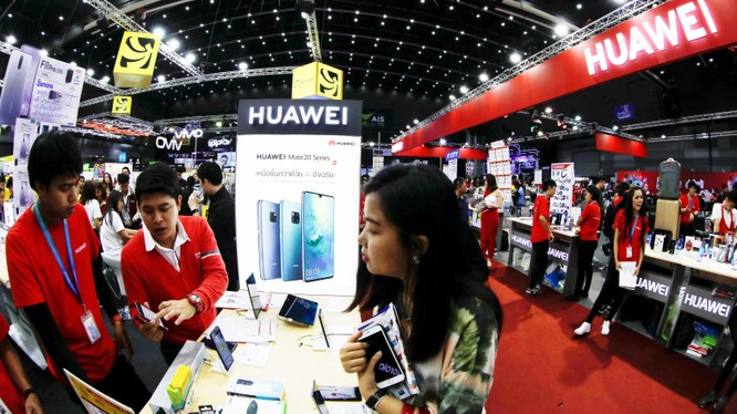 Mặc dù sự hoài nghi Huawei vẫn đang diễn ra Ấn Độ nhưng với giá thành rẻ, quy mô lớn, thật khó để chính phủ Ấn có thể cấm hoàn toàn Huawei khỏi quá trình xây dựng mạng 5G ở nước này. Ảnh: Nikkei Asian Review