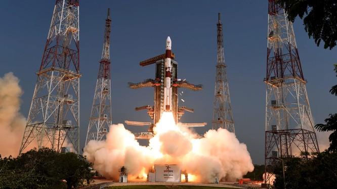 Cơ quan vũ trụ ISRO của Ấn Độ chuẩn bị phóng tàu vũ trụ Chandrayaan 2 lên mặt trăng vào ngày 15.7. Ảnh: Nikkei Asian Review