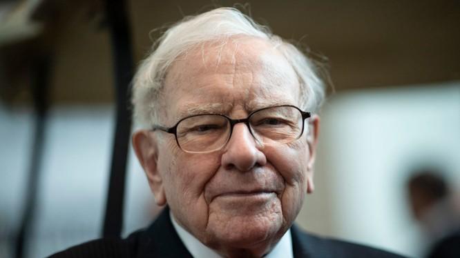 Tỷ phú Warren Buffett, CEO của Berkshire Hathaway, công ty hàng đầu thế giới về doanh thu. Ảnh: CNBC