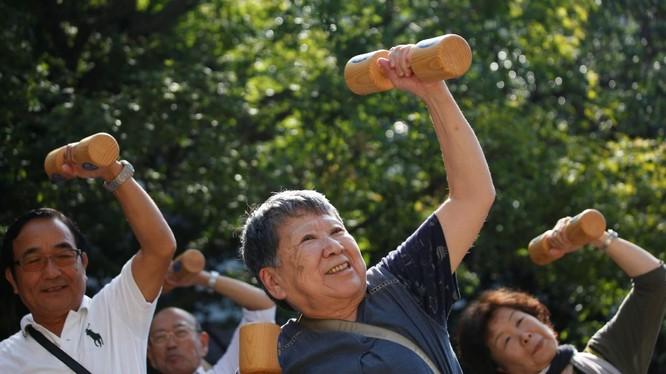 Già hóa, tỷ lệ sinh thấp đang là quốc nạn tại Nhật Bản. Ảnh: National Interest