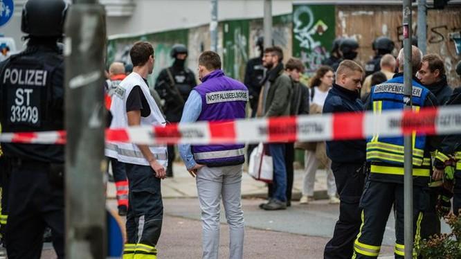 Hiện trường của vụ nổ súng đã khiến hai người chết ở Halle, Đức. Ảnh: Forbes