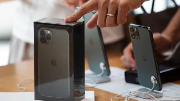 Thỏa thuận thương mại ban đầu của Tổng thống Mỹ Donald Trump với Trung Quốc đã giúp Apple thoát được khoản thuế 15% đối với các sản phẩm quan trọng của công ty. Ảnh: Bloomberg