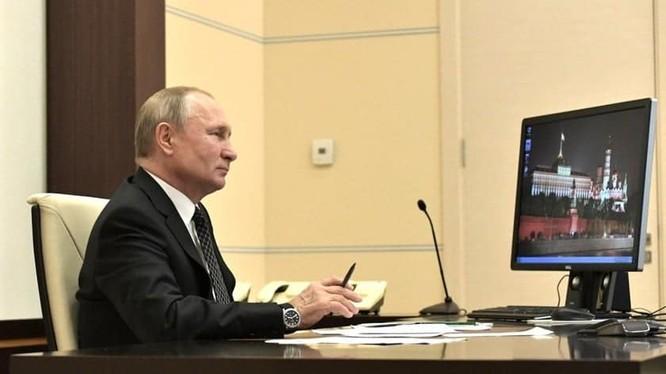 Thật khó hiểu khi Tổng thống Nga Putin vẫn sử dụng Windows XP lạc hậu. Ảnh: Gizchina