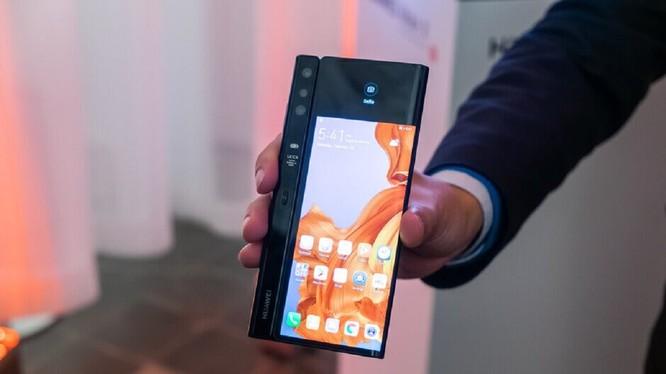 Huawei Mate X. Ảnh: Phone Arena