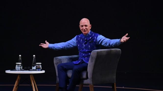 Tỷ phú Jeff Bezos. Ảnh: CNBC