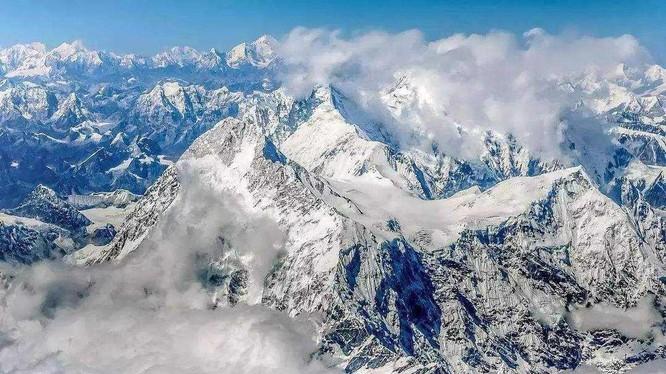 Everest là đỉnh núi cao nhất thế giới. Ảnh: Sohu