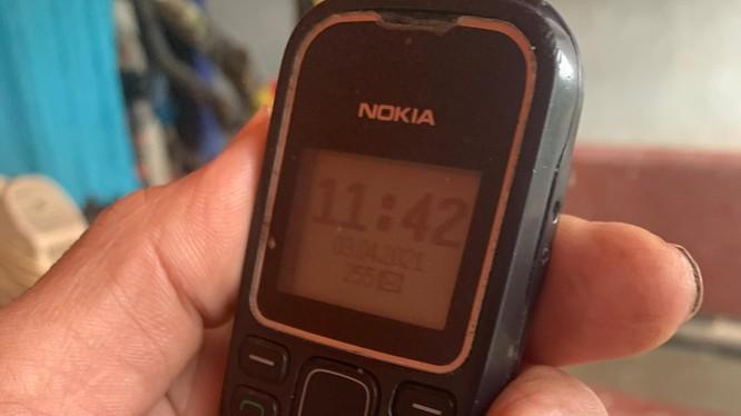 Người dân nông thôn có lẽ không thể dùng điện thoại đời cũ sóng 2G.