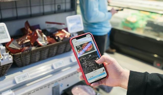 Mô hình bán lẻ mới kết hợp trực tuyến và ngoại tuyến. Ảnh: ChinaDaily