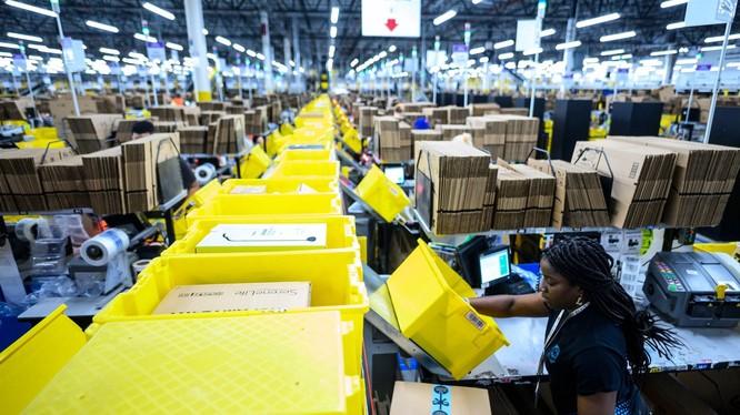 Amazon đang tận dụng các trung tâm mua sắm thua lỗ và biến chúng thành các trung tâm hoàn thiện đơn hàng. Ảnh: CNBC