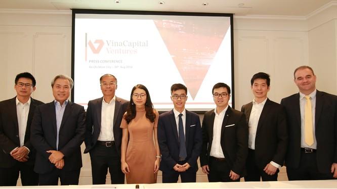 Ông DonLam (thứ 2 từ trái sang), Tổng giám đốc tập đoàn VinaCapital tham dự buổi lễ công bố (Nguồn: VinaCapital)