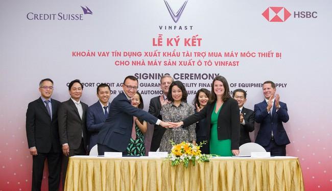 """Lễ ký kết """"Khoản vay tín dụng xuất khẩu tài trợ mua máy móc thiết bị cho nhà máy sản xuất ô tô VinFast"""" (Nguồn: VIC)"""