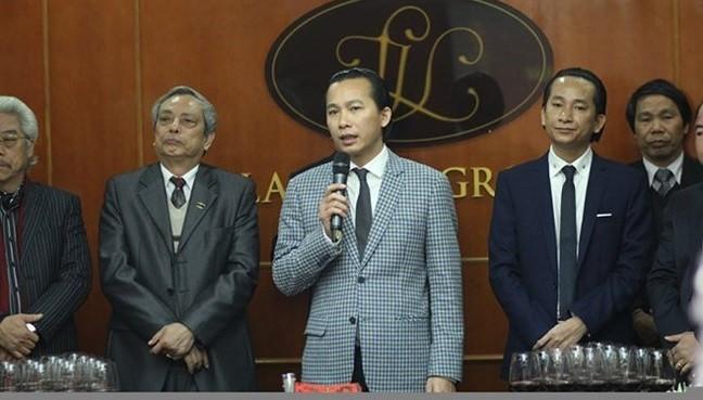 Doanh nhân Lê Văn Vọng (đứng giữa). Nguồn: Lã Vọng Group