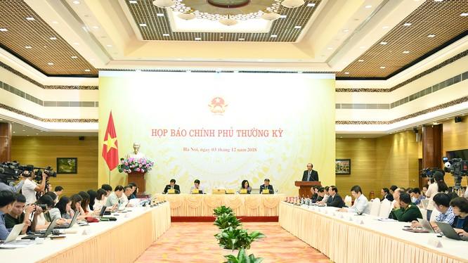 Toàn cảnh phiên họp báo Chính phủ tháng 11/2018. Ảnh: VGP/Quang Hiếu