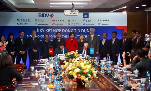 Lễ ký kết hợp đồng tín dụng giữa ADB và BIDV diễn ra vào ngày 12/12/2018 (Nguồn: BIDV)