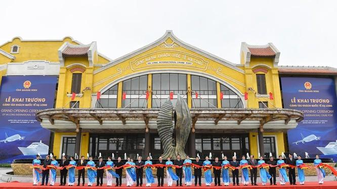 Thủ tướng dự lễ khai trương 3 công trình hạ tầng lớn tại Quảng Ninh (Nguồn: VPCP)